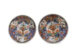 A PAIR OF VERTE IMARI 'AUGUSTUS STRONG' PLATES, JOHANNEUM MARKS, QING DYNASTY, KANGXI PERIOD