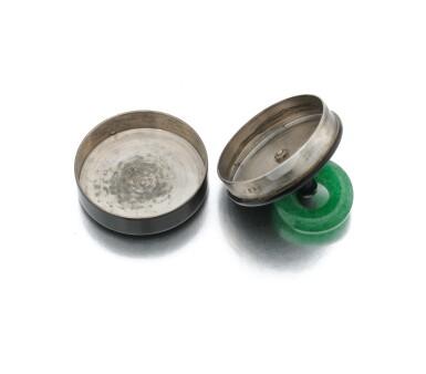 View 4. Thumbnail of Lot 23. Black enamel and adventurine quartz pill box (Porta pillole in smalto nero e quarzo avventurina).