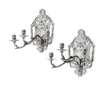 A probably German pari of silver-plated bronze three-light wall-sconces, circa 1880 | Paire de plaques à 3 bras de lumière en bronze argenté, probablement Allemagne, vers 1880