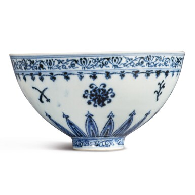 View 7. Thumbnail of Lot 130. An exceptional and rare blue and white 'floral' bowl, Ming dynasty, Yongle period | 明永樂 青花花卉紋蓮子盌.