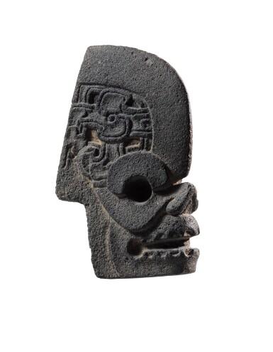 View 3. Thumbnail of Lot 7. Hache en pierre, Culture Veracruz, Côte du Golfe, Mexique, Classique, 550-950 AP. J.-C. | Hacha, Culture Veracruz, Côte du Golfe, Mexique, Classique, 550-950 AP. J.-C..