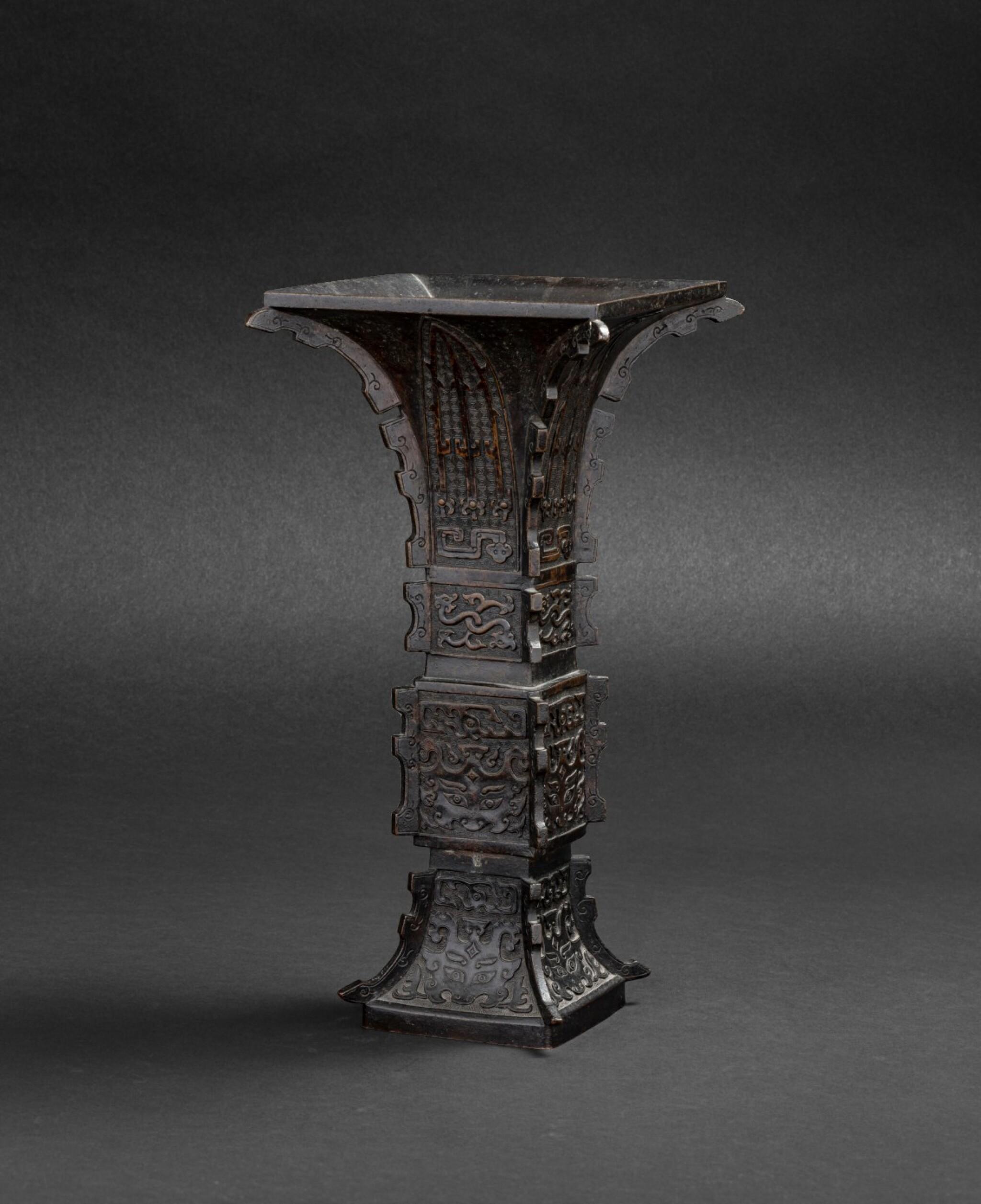 View 1 of Lot 79. Vase archaïsant en bronze patiné, gu Dynastie Qing, XVIIIE siècle | 清十八世紀 銅仿古紋出戟花觚 | A large bronze gu vase, Qing Dynasty, 18th century.