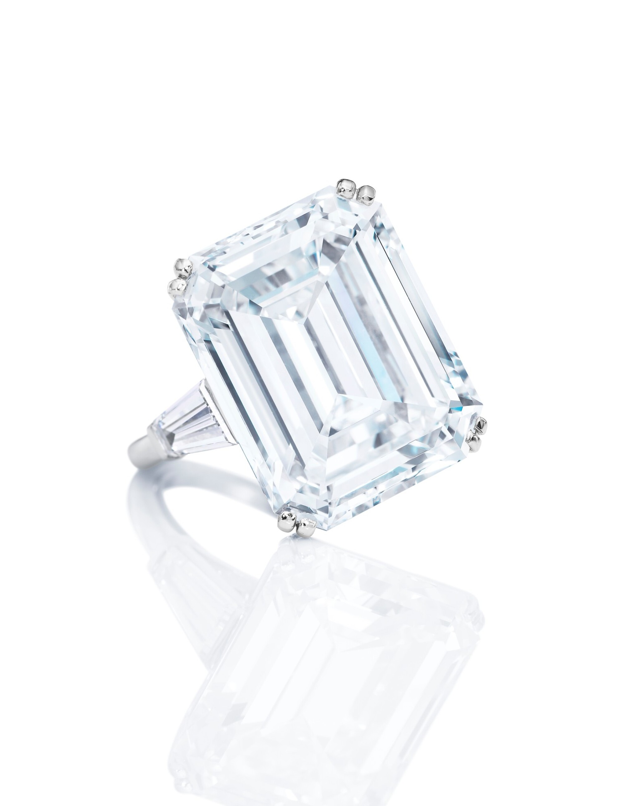 View full screen - View 1 of Lot 1638. AN IMPRESSIVE DIAMOND RING, MOUNT BY VAN CLEEF & ARPELS | 非常壯觀 16.38卡拉 方形 D色 全美無瑕(FL)Type IIa 鑽石戒指, 梵克雅寶戒台.