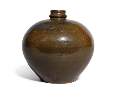 View 3. Thumbnail of Lot 108. An iron-brown-decorated teadust-glazed vase, Jin dynasty | 金 茶葉末釉鐵鏽花紋小口瓶.