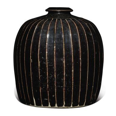 View 3. Thumbnail of Lot 128. A black-glazed 'ribbed' 'tulu' vase, Northern Song / Jin dynasty | 北宋 / 金 黑釉棱線紋小口瓶.