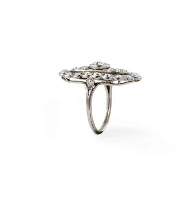 Diamond ring [Bague diamants], 1920s [vers 1920]