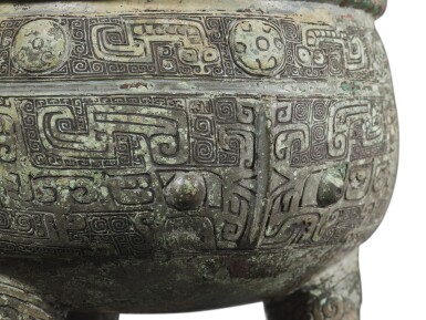 View 7. Thumbnail of Lot 31. An important inscribed archaic ritual bronze food vessel (Ding), Late Shang dynasty, 13th - 11th century BC | 商末 公元前十三至十一世紀 犬祖辛祖癸鼎.