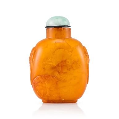 View 1. Thumbnail of Lot 3032. An Amber Snuff Bottle Qing Dynasty, 18th - 19th Century | 清十八至十九世紀 琥珀寶鴨鋪首鼻煙壺.