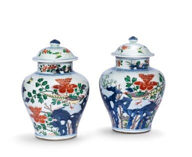 View 1. Thumbnail of Lot 157. Paire de vases couverts en porcelaine wucai Dynastie Qing, XIXE siècle | 清十九世紀 五彩花鳥紋將軍蓋罐一對 | A pair of wucai jars and covers, Qing Dynasty, 19th century.