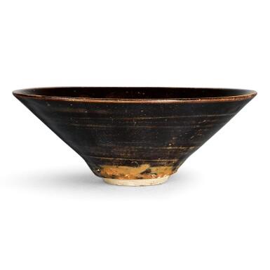 View 3. Thumbnail of Lot 109. A SUPERB JIZHOU BLACK-GLAZED 'LEAF' BOWL SOUTHERN SONG DYNASTY | 南宋 吉州窰黑釉木葉天目茶盞.