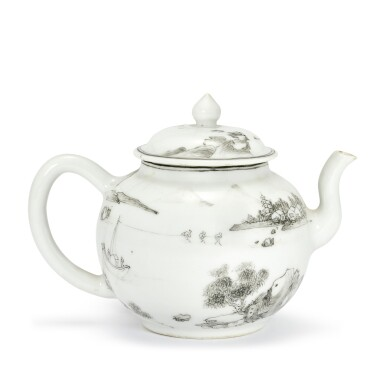 A GRISAILLE-DECORATED TEAPOT AND COVER QING DYNASTY, KANGXI PERIOD | 清康熙 墨彩山水人物圖茶壺