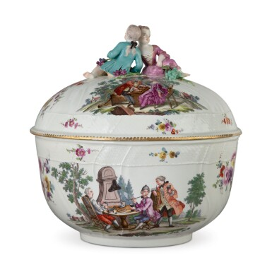 A MEISSEN PUNCH BOWL AND COVER, CIRCA 1765-70, THE DECORATION PROBABLY LATER
