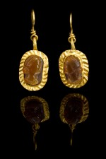 A PAIR OF ROMAN GOLD AND CARNELIAN INTAGLIO EARRINGS, CIRCA 3RD CENTURY A.D
