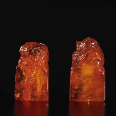 View 2. Thumbnail of Lot 179. A pair of amber 'Buddhist lion' seals, Qing dynasty, 18th century | 清十八世紀 琥珀雕瑞獸鈕印料一對.