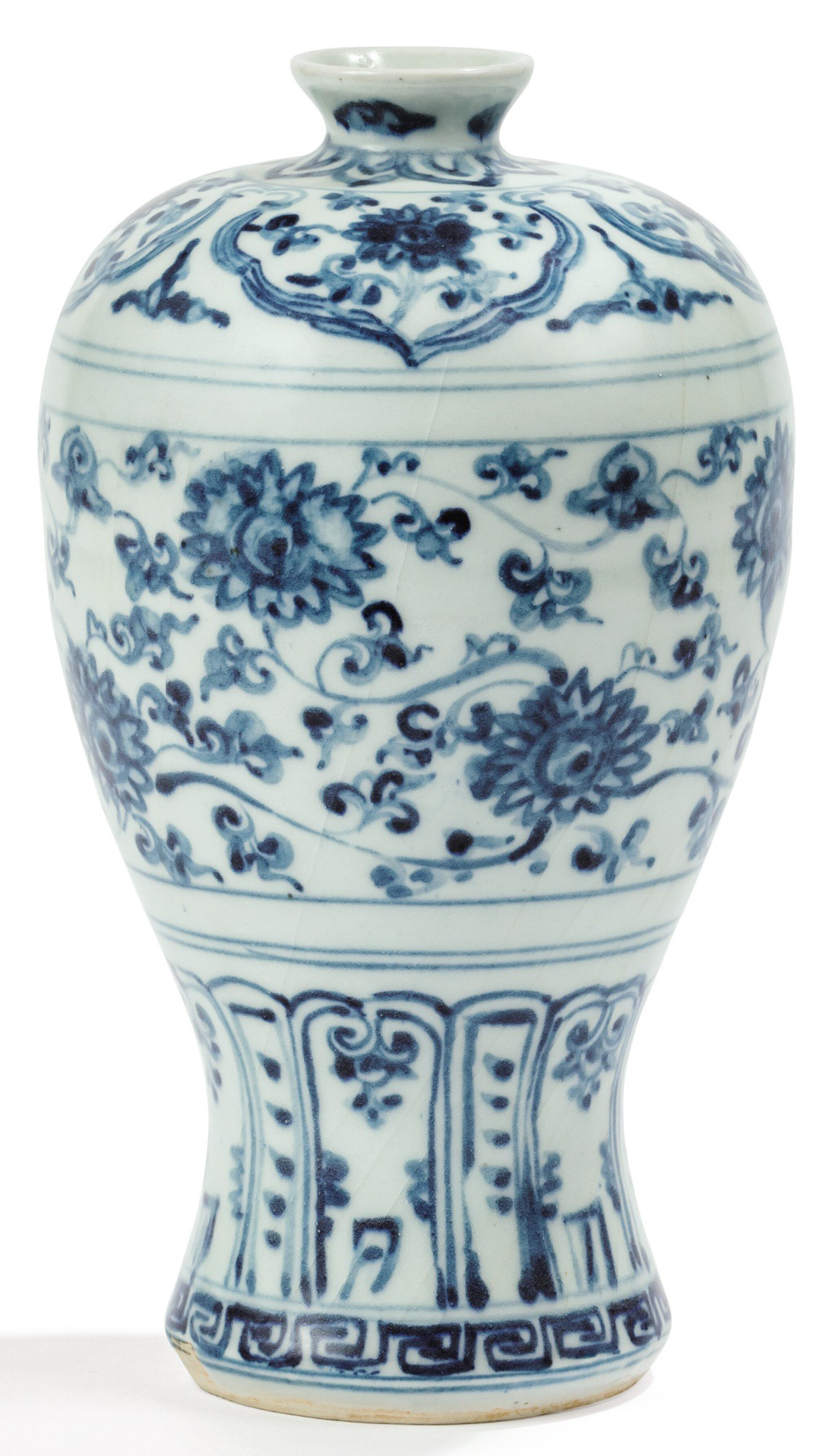 View full screen - View 1 of Lot 2. VASE EN PORCELAINE BLEU BLANC, MEIPING DYNASTIE MING, XVIE SIÈCLE | 明十六世紀 青花蓮花紋梅瓶 | A blue and white vase, meiping, Ming Dynasty, 16th century.