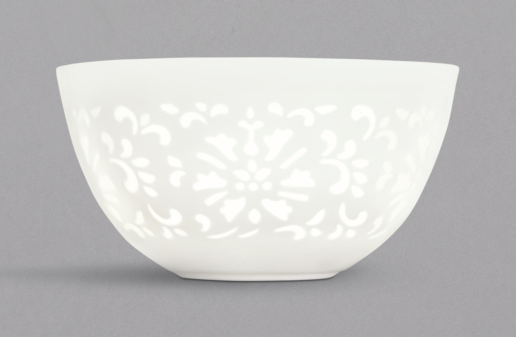 View full screen - View 1 of Lot 2. A FINE AND RARE SMALL WHITE-GLAZED CUT-THROUGH 'LOTUS' CUP, QING DYNASTY, 18TH CENTURY, YUYAN SHUWU MARK | 清十八世紀 白釉玲瓏透花蓮紋小盃 《浴硯書屋》款 .