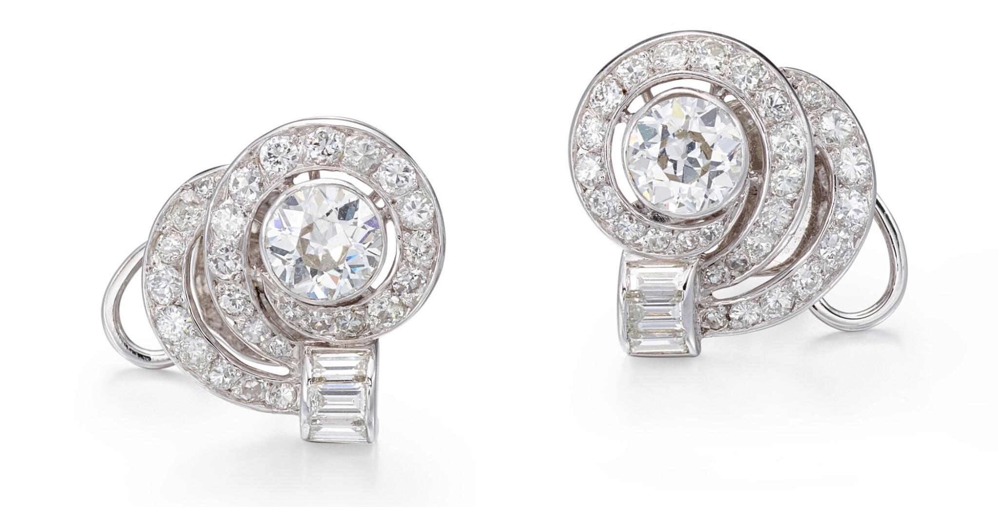 View full screen - View 1 of Lot 1001. PAIR OF DIAMOND EARRINGS   鑽石耳環一對.