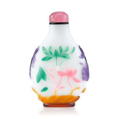 View 2. Thumbnail of Lot 3030. A Five-Colour Overlay Glass 'Fish and Lotus' Snuff Bottle Qing Dynasty, 18th - 19th Century | 清十八至十九世紀 白地套五色料荷塘紋鼻煙壺.