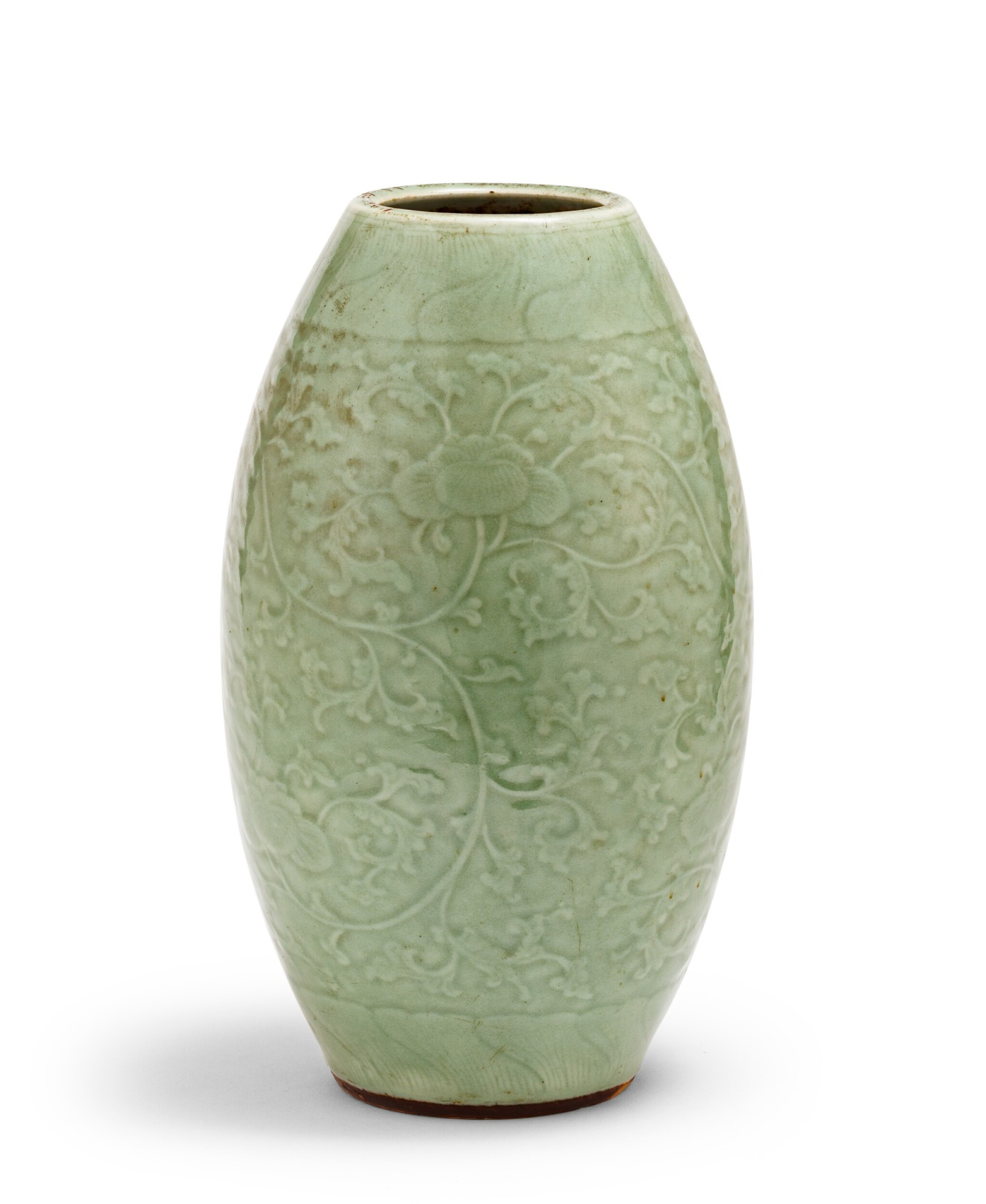 View 1 of Lot 9. Vase ovoïde de type Longquan céladon Dynastie Qing, XVIIIE siècle | 清十八世紀 青釉纏枝蓮紋橄欖瓶 | An ovoid Longquan-type celadon-glazed vase, Qing Dynasty, 18th century .