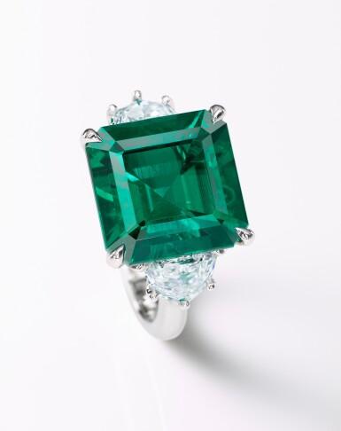 View 3. Thumbnail of Lot 1724. EMERALD, DIAMOND AND COLOURED DIAMOND RING | 9.26卡拉 天然「哥倫比亞穆索」無油祖母綠 配 鑽石 及 彩色鑽石 戒指.