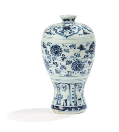 View 2. Thumbnail of Lot 2. VASE EN PORCELAINE BLEU BLANC, MEIPING DYNASTIE MING, XVIE SIÈCLE | 明十六世紀 青花蓮花紋梅瓶 | A blue and white vase, meiping, Ming Dynasty, 16th century.