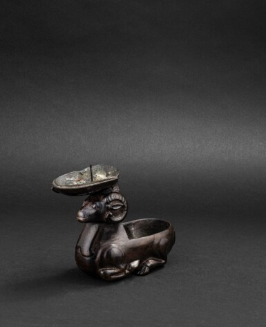 View 3. Thumbnail of Lot 167. Statuette en bronze de bélier formant lampe à huile Dynastie Ming ou antérieure   明或更早期 銅臥羊燈   A 'ram' bronze oil lamp, Ming Dynasty or earlier.