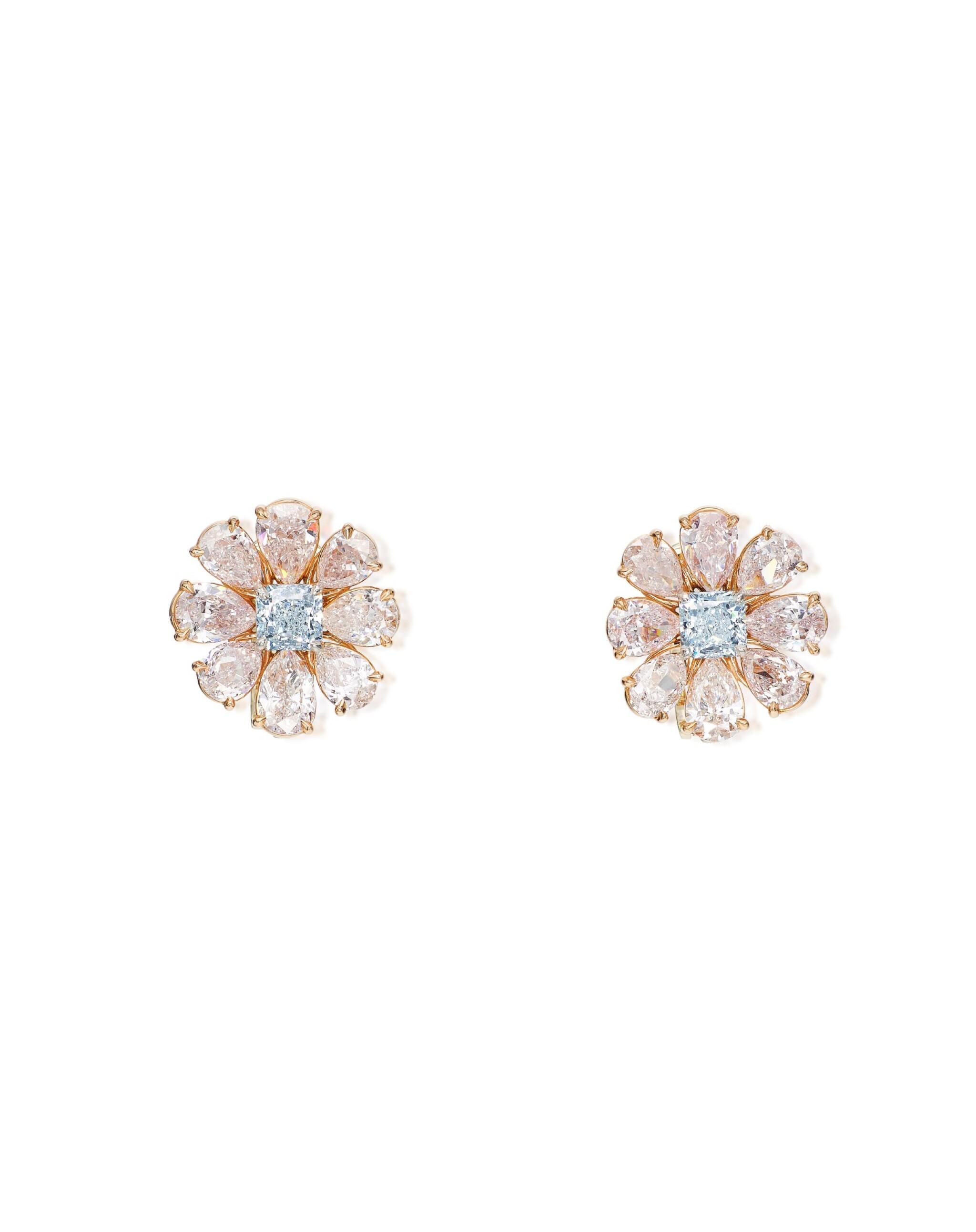 View full screen - View 1 of Lot 1634. PAIR OF LIGHT BLUE DIAMOND AND COLOURED DIAMOND EARRINGS   淡藍色鑽石 配 彩色鑽石 耳環一對 (淡藍色鑽石及彩色鑽石共重1.55及8.41卡拉 ).