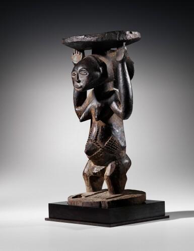 View 9. Thumbnail of Lot 50. Siège caryatide, Hemba / Luba, République Démocratique du Congo | Caryatid stool, Hemba / Luba, Democratic Republic of the Congo.