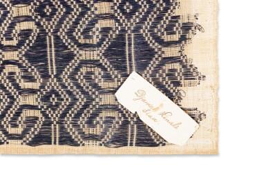 View 10. Thumbnail of Lot 6. Un textile cérémoniel pua et trois nattes, Indonésie | A ceremonial cloth pua and three mats, Indonesia.