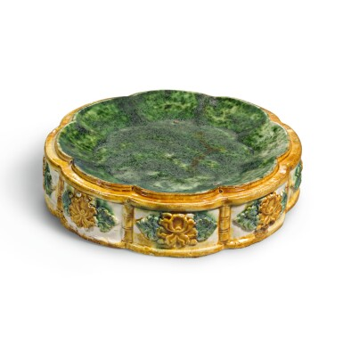 View 1. Thumbnail of Lot 233. A RARE SANCAI-GLAZED OCTAFOIL STACKING DISH, LATE TANG DYNASTY | 晚唐 三彩模印花口套盤.