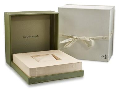VAN CLEEF & ARPELS   'ALHAMBRA' MOTHER-OF-PEARL WRISTWATCH   梵克雅寶   'Alhambra' 珍珠母腕錶