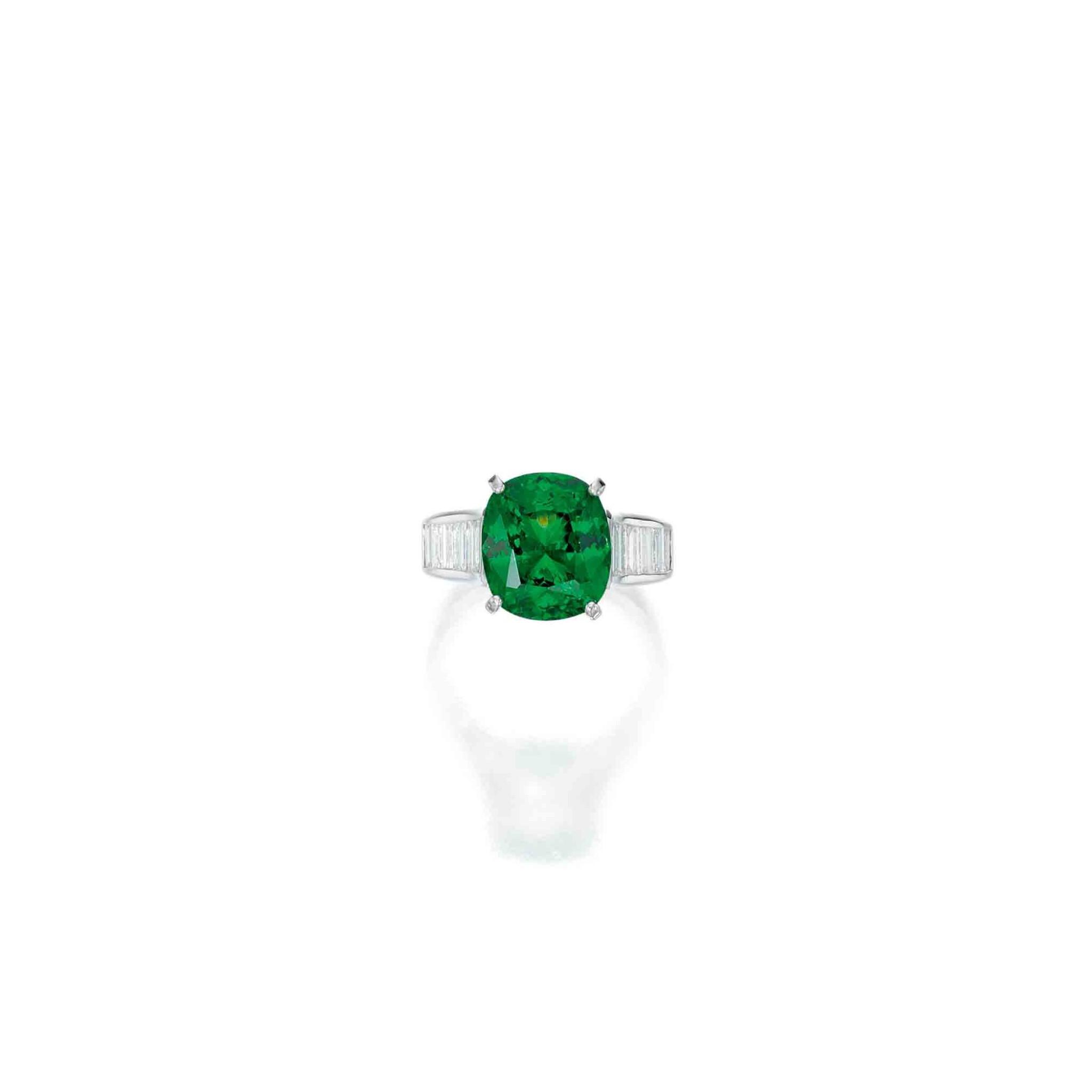 View full screen - View 1 of Lot 165. Van Cleef & Arpels [梵克雅寶] | Tsavorite Garnet and Diamond Ring [沙弗來石配鑽石戒指].