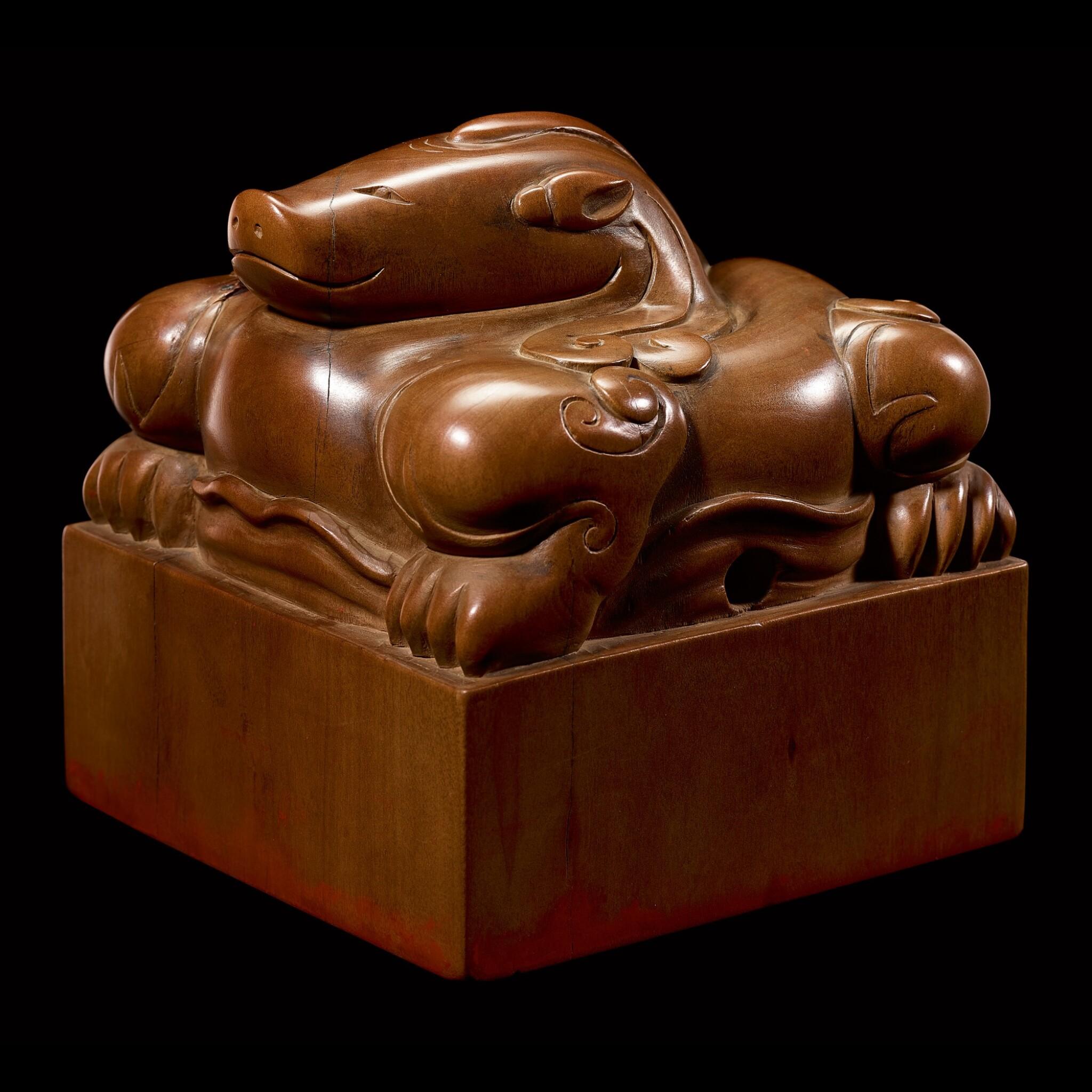 View full screen - View 1 of Lot 3602. An exceptional imperial tanxiangmu 'Jingtian Qinmin' seal Qing dynasty, Kangxi period | 清康熙 康熙帝御寶檀香木異獸鈕方璽 印文:敬天勤民.