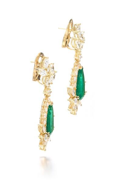 View 2. Thumbnail of Lot 703. Pair of emerald and diamond pendent earrings | 祖母綠配鑽石耳墜一對.