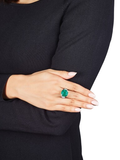 View 3. Thumbnail of Lot 1736. Cartier   Emerald and Diamond Ring   卡地亞   12.16克拉 天然「哥倫比亞」祖母綠 配 鑽石 戒指.