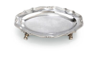 A SMALL OVAL SILVER TRAY ON FOUR FEET, MADRID, 1765    PETIT PLATEAU OVALE SUR QUATRE PIEDS EN ARGENT, MADRID, 1765