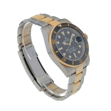 View 3. Thumbnail of Lot 416. Submariner, Ref. 116613LN Stainless steel and yellow gold wristwatch with date and bracelet Circa 2015 | 勞力士 116613LN型號「Submariner」精鋼及黃金鍊帶腕錶備日期顯示,年份約2015.