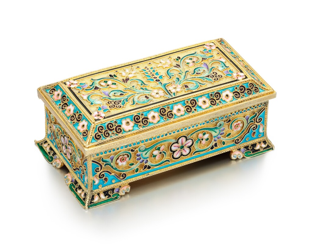 A SILVER-GILT AND CLOISONNÉ ENAMEL STAMP BOX, 11TH ARTEL, MOSCOW, 1908-1917