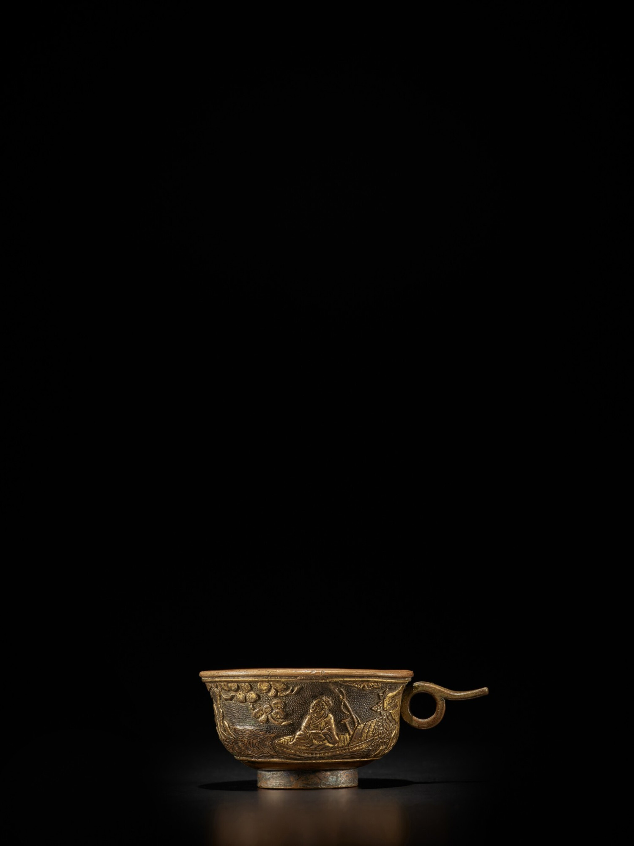 View full screen - View 1 of Lot 124. A small parcel-gilt-bronze cup, Ming dynasty, Wanli period, dated renzi year, corresponding to 1612 | 明萬曆壬子年(1612年) 銅局部鎏金松下高士圖小盃 《萬曆壬子》款.
