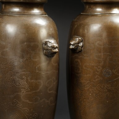 View 3. Thumbnail of Lot 122. A extremely rare pair of bronze 'Shisou' ovoid 'dragon' vases Qing dynasty, 17th-18th century | 清十七至十八世紀 銅錯銀龍紋獅首耳瓶一對  《石叟》款.