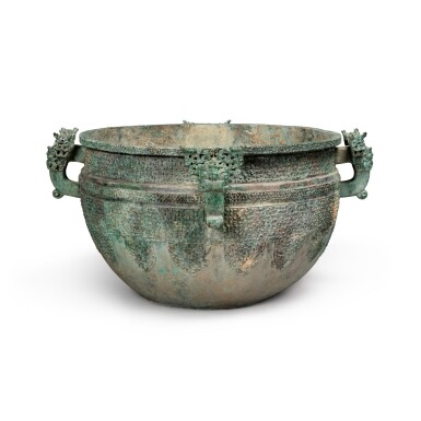 View 3. Thumbnail of Lot 17. A massive archaic bronze water basin (Jian), Eastern Zhou dynasty, late Spring and Autumn period, circa 500 BC   東周 春秋末 約公元前500年 青銅變形龍紋獸首耳鑒.