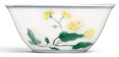A WUCAI 'BONELESS' 'BUTTERFLY AND ASTER' CUP KANGXI MARK AND PERIOD | 清康熙 五彩蝶戀花紋小盃 《大清康熙年製》款