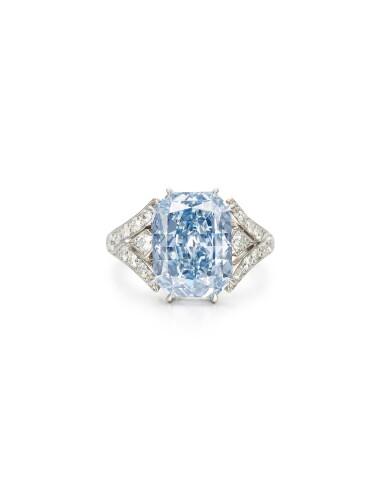 View 2. Thumbnail of Lot 1752. FANCY INTENSE BLUE DIAMOND AND DIAMOND RING, MOUNT BY CARTIER   極其重要 5.22卡拉 濃彩藍色 內部無瑕(IF)鑽石 配 鑽石 戒指, 卡地亞戒台.