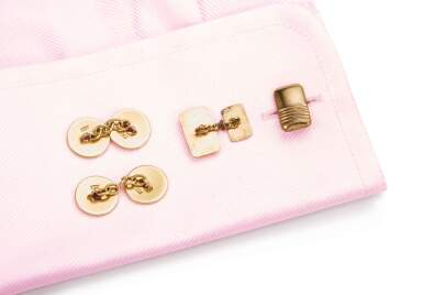 TWO PAIRS OF CUFFLINKS