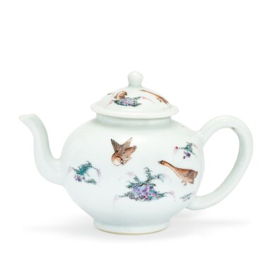 A FAMILLE-ROSE 'BIRDS' TEAPOT AND COVER QING DYNASTY, KANGXI PERIOD | 清康熙 粉彩蘆雁花卉茶壺