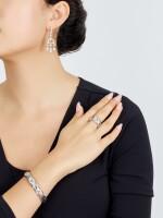 GOLD AND DIAMOND CUFF; AND RING, 'ALVEARE', BULGARI | K金 配 鑽石 手鐲; 及 戒指, 'Alveaea', 寶格麗﹙Bulgari )