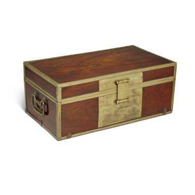 View 3. Thumbnail of Lot 115. A 'huanghuali' document box (Xiaoxiang), Qing dynasty, 18th / 19th century | 清十八 / 十九世紀 黃花梨長方形小箱.