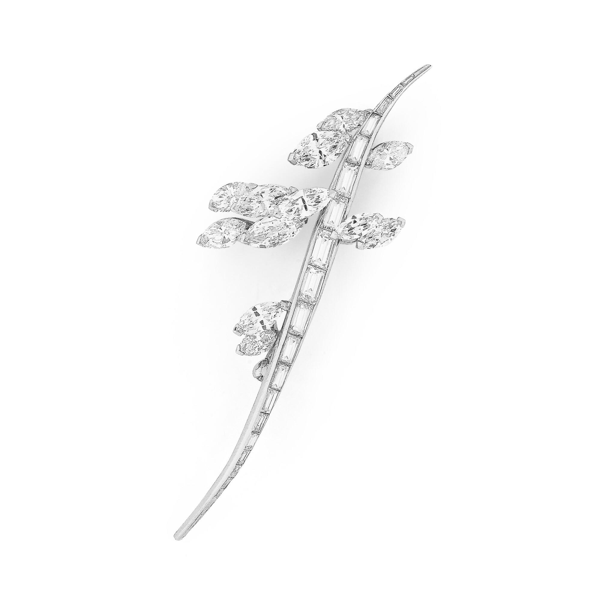 View full screen - View 1 of Lot 98. Broche diamants | Diamond brooch.