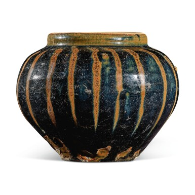 View 4. Thumbnail of Lot 105. A russet-painted black-glazed jar, Northern Song / Jin dynasty   北宋 / 金 黑釉醬斑罐.