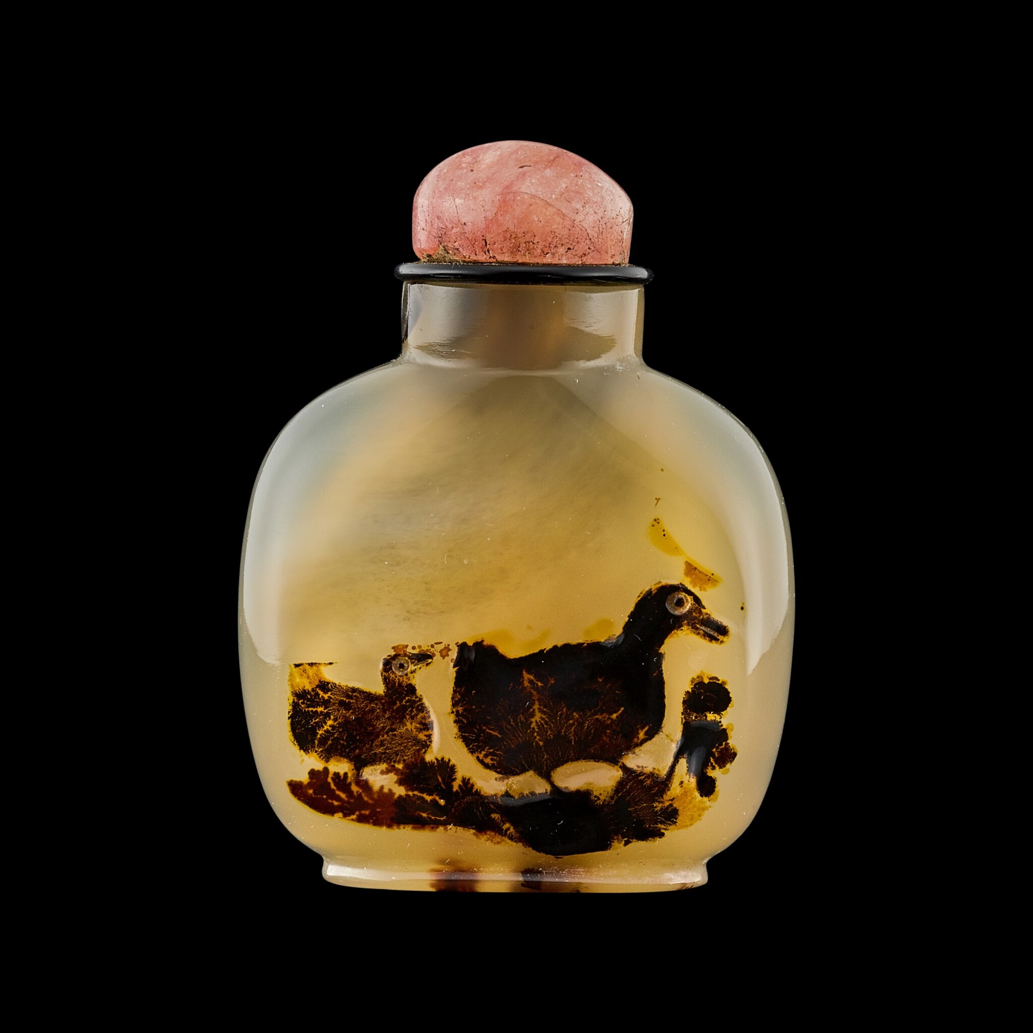View full screen - View 1 of Lot 1002. A shadow agate 'ducks' snuff bottle Qing dynasty, 18th - 19th century | 清十八至十九世紀 瑪瑙巧雕寶鴨紋鼻煙壺.